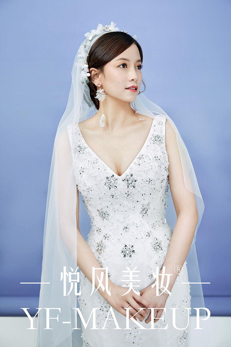当日新娘造型这样超显气质 优雅